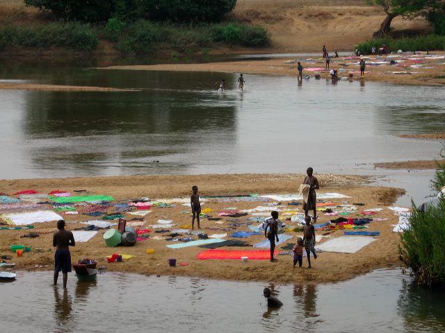Foto Baro - Waschtag am Fluss